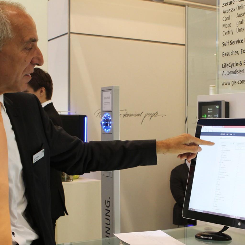 Herr Kiess erklärt die Plattform .secure